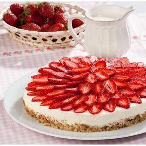 Торт деликатесный клубничного-фруктовый